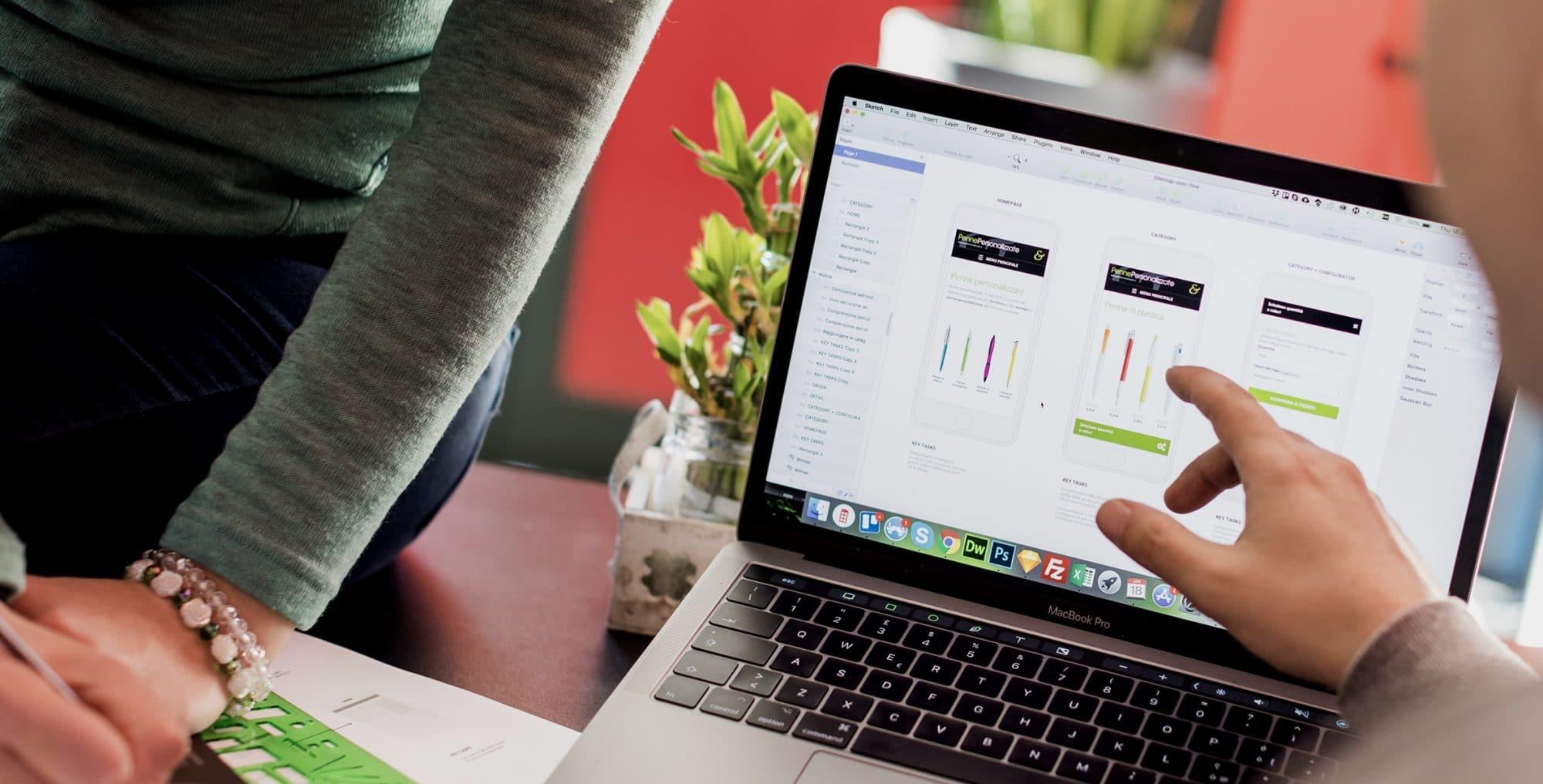 Confronto su sviluppo sito web e notebook